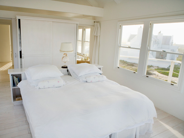 TS-80448061_plain-white-bedroom-no-decor_s4x3_lg